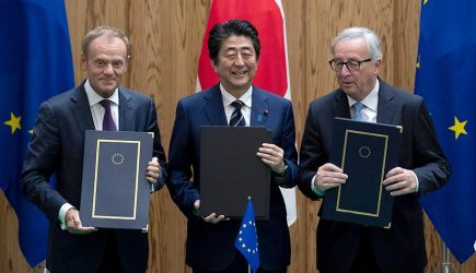 Япония и ЕС ударили по Трампу