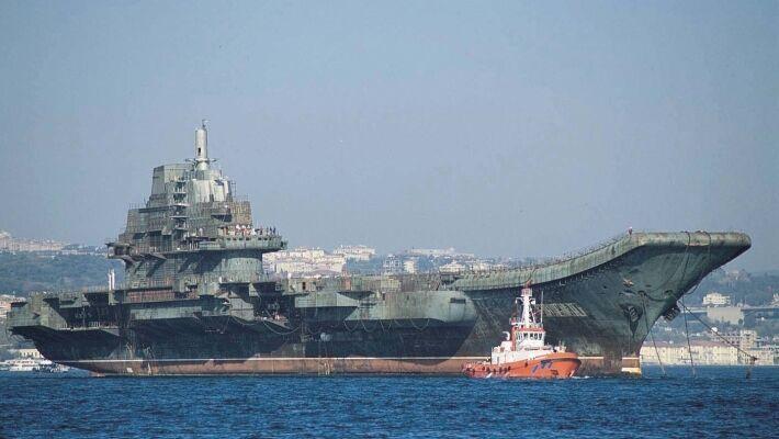 Военные КНР едва сдержали слезы при получении украинского крейсера Варяг.